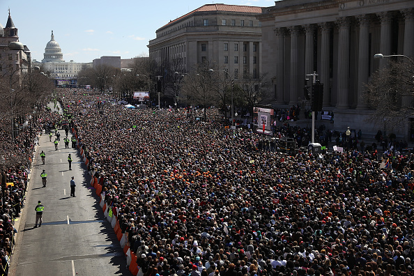 Attending「Hundreds Of Thousands Attend March For Our Lives In Washington DC」:写真・画像(1)[壁紙.com]