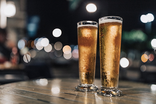 French Overseas Territory「Shot outside, at night, close up of two cold beers in one of Fort de France sidewalk cafe bars.」:スマホ壁紙(10)