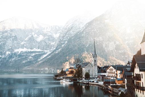 Dachstein Mountains「Small church by the lake in the town of Hallstatt」:スマホ壁紙(0)