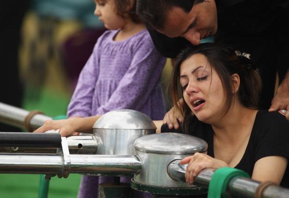 Mark Kolbe「Funerals Held For Victims Of Christmas Island Shipwreck」:写真・画像(11)[壁紙.com]