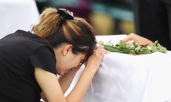 Mark Kolbe「Funerals Held For Victims Of Christmas Island Shipwreck」:写真・画像(10)[壁紙.com]
