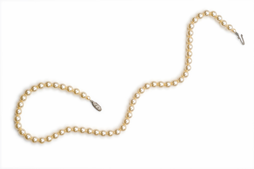 Jewelry「Necklace made with small pearls over a white background」:スマホ壁紙(5)