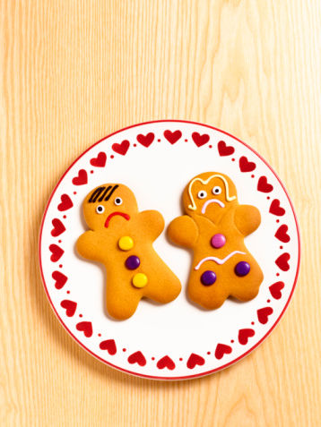 Frowning「unhappy gingerbread-man and gingerbread-woman.」:スマホ壁紙(14)