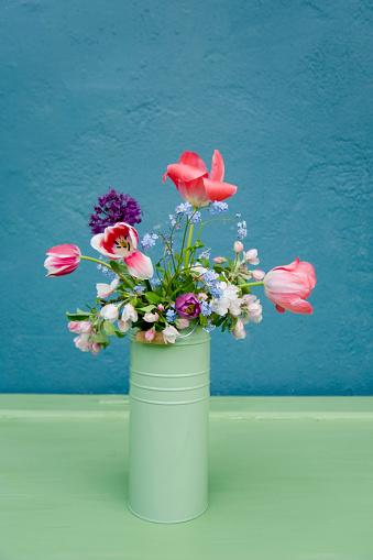花瓶「Vase with bouquet of flowers, leek blossom, forget-me-not, tulip」:スマホ壁紙(16)