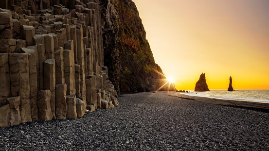 Basalt「Reynisdrangar on Reynisfjara Beach at Sunrise, Black sand beach, Iceland」:スマホ壁紙(13)