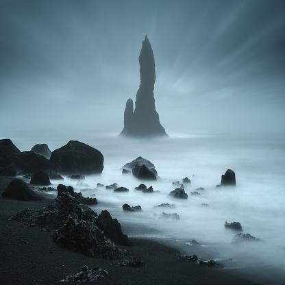 Basalt「Reynisdrangur sea stacks off Black Sand Beach, Reynisfjara, Iceland」:スマホ壁紙(16)