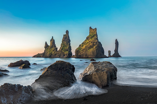 Dyrholaey「Reynisdrangar cliffs on Black sand beach, Vik, Iceland」:スマホ壁紙(8)