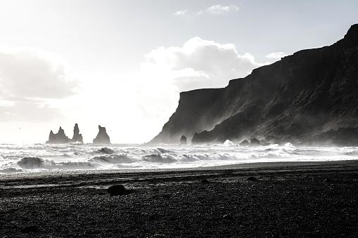 Arctic Ocean「Reynisdrangar coast and rock formations in Iceland」:スマホ壁紙(17)
