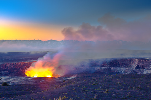 Active Volcano「Crater at Hawaii Volcanoes National Park, Big Island, Hawaii」:スマホ壁紙(7)