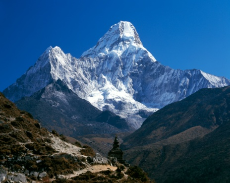 Ama Dablam「Nepal, Ama Dablam Trail, Temple in the extreme terrain of the mountains」:スマホ壁紙(14)
