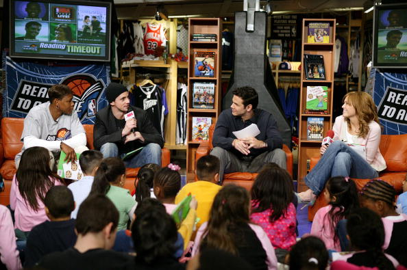 WNBA「Mandy Moore And Matthew Goode Visit The NBA Store For A Reading  Timeout 」 5e676fc18