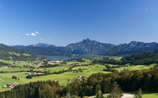 Salzkammergut「Austria, Mondsee, View of town with Schafberg mountain」:スマホ壁紙(11)