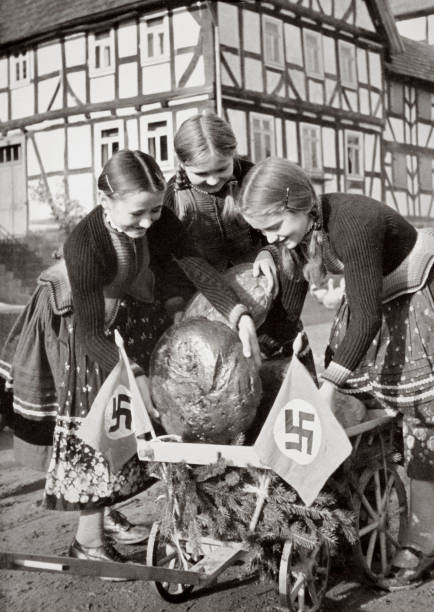 Farm Bread Being Sent To The Poor People In The City Germany 1936:ニュース(壁紙.com)