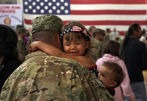 到着「1st Brigade Combat Team Soldiers Return Home After Afghanistan Deployment」:写真・画像(19)[壁紙.com]
