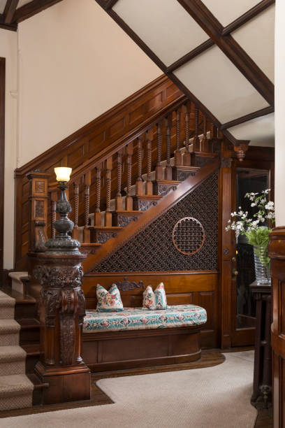 Staircase in Row Home with Mahogany Woodwork:スマホ壁紙(壁紙.com)