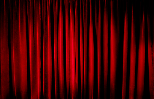 Closed「Darkly lit theatre curtains」:スマホ壁紙(4)