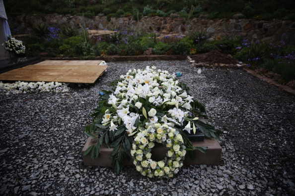 Grave「The Funeral Of Former South African President Nelson Mandela Is Held At His Tribal Home」:写真・画像(16)[壁紙.com]