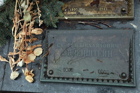 T 「Eisenstein's Grave」:写真・画像(1)[壁紙.com]