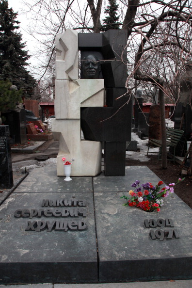T 「Khrushchev's Grave」:写真・画像(4)[壁紙.com]