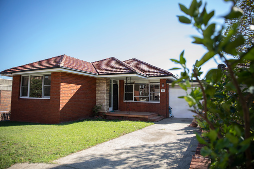 Pop Music「Suburban Australian red brick family house」:スマホ壁紙(5)