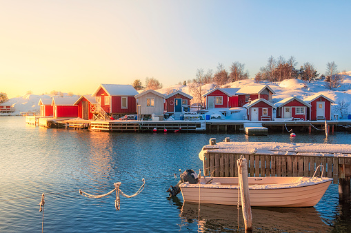Fishing Village「Moored boat and snow on the jetty」:スマホ壁紙(5)