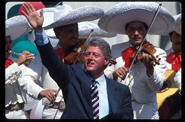 Violin「Clinton Campaigning At Mexican Festival」:写真・画像(5)[壁紙.com]