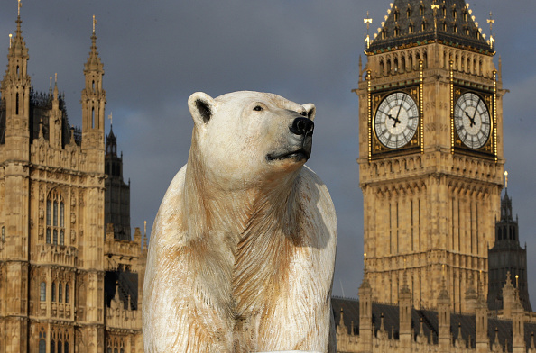 Ice Sculpture「Giant Polar Bear Is Floated Down The Thames」:写真・画像(8)[壁紙.com]