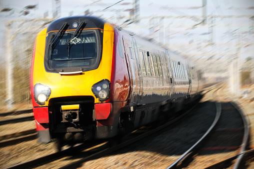 Passenger Train「Train Moving At Speed」:スマホ壁紙(6)