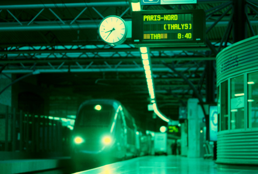 Leaving「Train moving into a station (toned)」:スマホ壁紙(7)