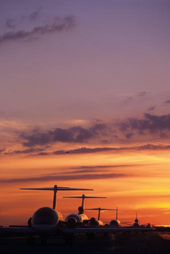 Passenger「Planes Sitting on Tarmac at Sunset」:スマホ壁紙(19)