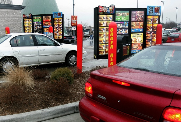 Drive Through「McDonalds Speeds Up Take Out Service」:写真・画像(10)[壁紙.com]