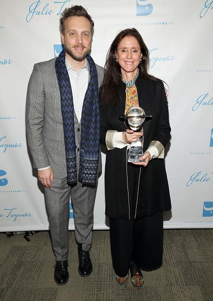 Penthouse「Bridges of Understanding's Annual 'Building Bridges' Award Dinner Honoring Tony Award Winning Director Julie Taymor」:写真・画像(3)[壁紙.com]