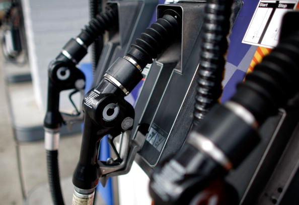 Gasoline「Gas Prices Climb Upwards As Oil Breaks 100 Dollar Mark During Week」:写真・画像(10)[壁紙.com]