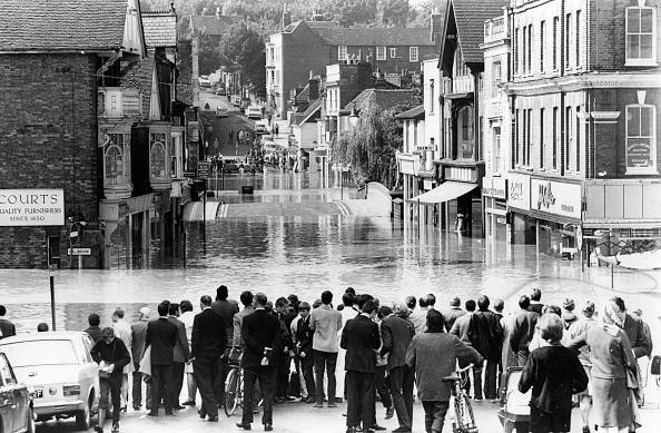 Torrential Rain「Guildford Flood」:写真・画像(17)[壁紙.com]