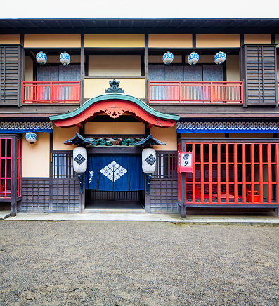 Kyoto Prefecture「Japanese Edo village inn exterior movie set at Toei Studios Kyoto」:スマホ壁紙(15)