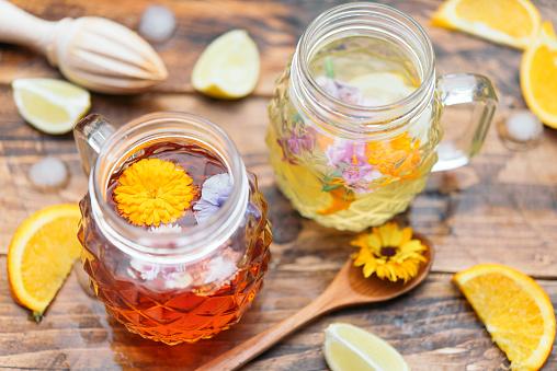 カーネーション「Refreshing mineral water with edible flowers, Viola wittrockiana, Dianthus caryophyllus, Calendula officinalis, lemon and orange」:スマホ壁紙(5)