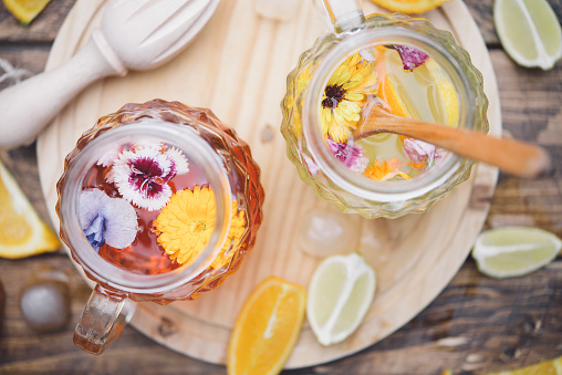 Pot Marigold「Refreshing mineral water with edible flowers, Viola wittrockiana, Dianthus caryophyllus, Calendula officinalis, lemon and orange」:スマホ壁紙(19)