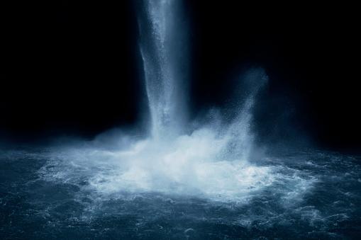 Spray「refreshing waterfall splashing a fine mist w trees」:スマホ壁紙(18)