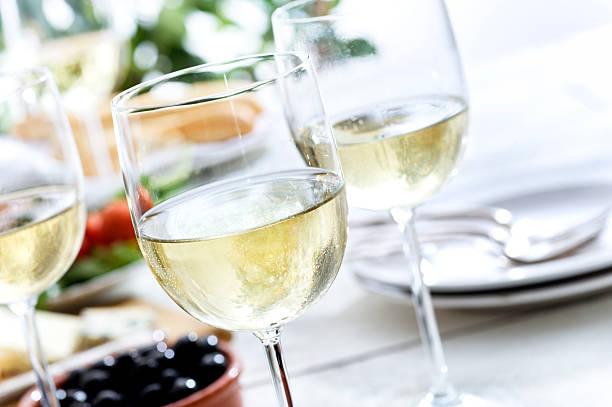 Refreshing White Wine:スマホ壁紙(壁紙.com)