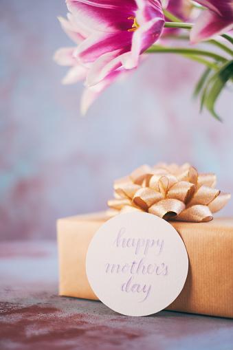 母の日「筆文字カードを使って母の日紫チューリップ花束」:スマホ壁紙(2)