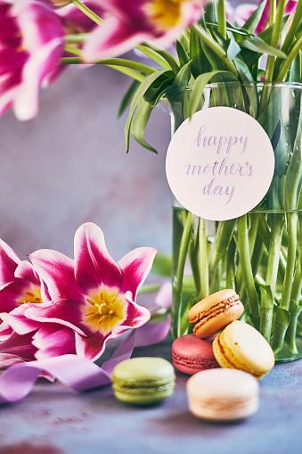 母の日「筆文字カードを使って母の日紫チューリップ花束」:スマホ壁紙(14)