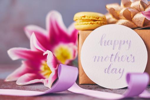 母の日「筆文字カードを使って母の日紫チューリップ花束」:スマホ壁紙(1)