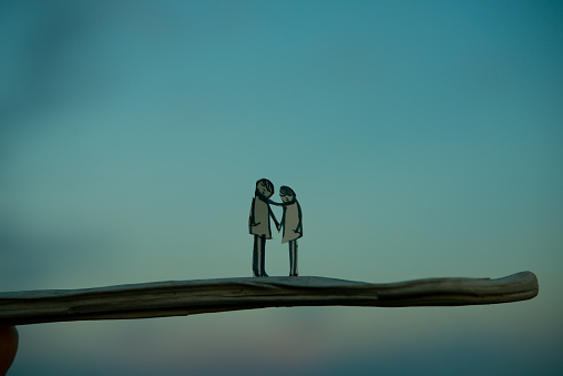 Focus On Foreground「Two people holding hands」:スマホ壁紙(9)