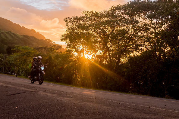 Country Road「Motorcyclists At Sunset」:写真・画像(6)[壁紙.com]