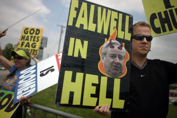 WBC「Faithful Gather For Funeral Of Jerry Falwell」:写真・画像(9)[壁紙.com]