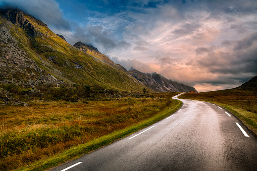 Norway「Road in Lofoten, Norway」:スマホ壁紙(4)