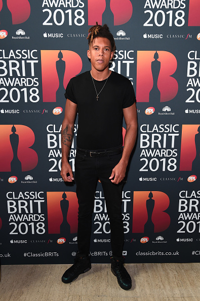 Cross Shape「Classic BRIT Awards 2018 - Red Carpet Arrivals」:写真・画像(6)[壁紙.com]