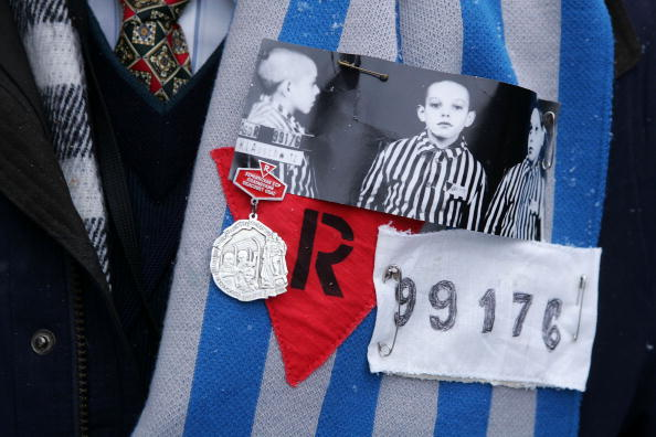 服装「60th Anniversary To Commemorate The Liberation Of Auschwitz-Birkenau」:写真・画像(6)[壁紙.com]