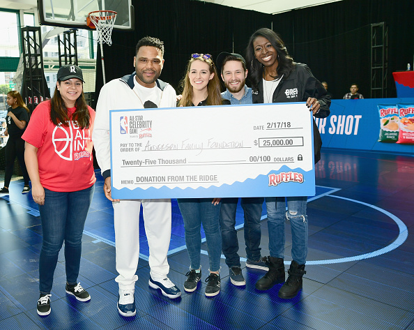 """Ruffled「Ruffles, the Official Chip of the NBA, and Presenting Partner of the NBA Celebrity All-Star Game unveils """"THE RIDGE"""" 4-Point During NBA All-Star Weekend」:写真・画像(2)[壁紙.com]"""