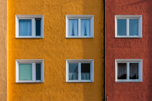 Side By Side「Germany, Munich, facade and windows of a multi-family house」:スマホ壁紙(11)
